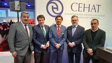 José Luis Ávalrez Almedia, Alfredo García Quintana y Fernando Corral, con los responsables de CEHAT.