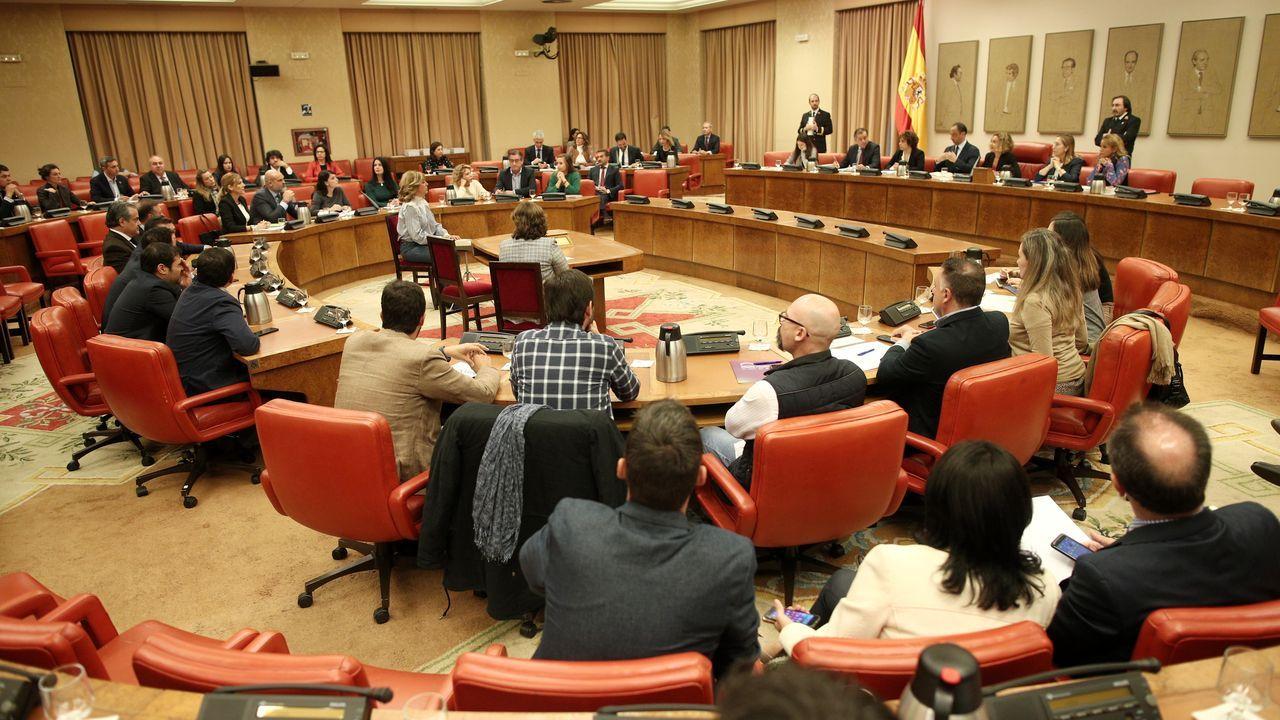 Policías de la UIP de A Coruña fueron recibidos por más de 200 personas.Carmen Calvo y Pere Aragonés, en una imagen de archivo