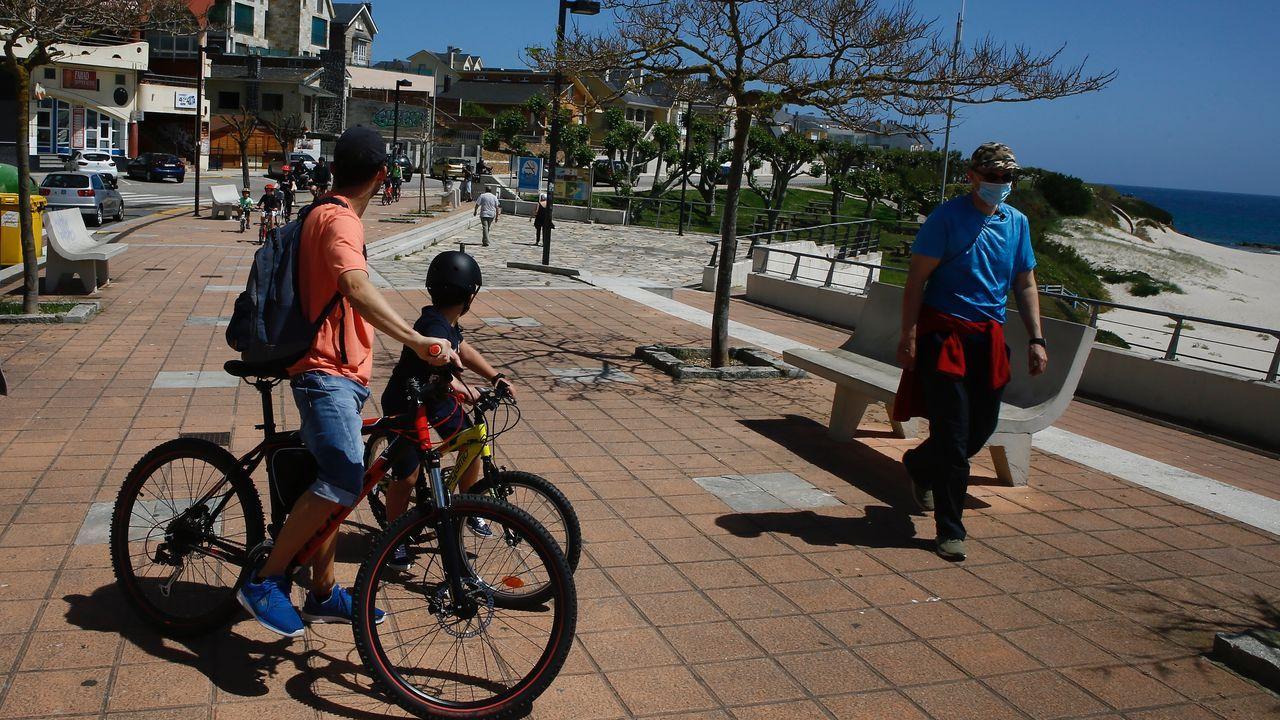 Autoescuela Logo, empieza a trabajar después del confinamiento.Jaime y sus hijos, hablando con la abuela a través de una videoconferencia
