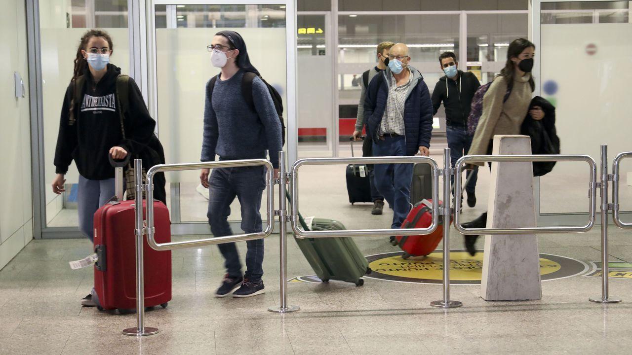 Terminal de Santiago complemente vacía en el mes de abril, con el primer estado de alarma y el confinamiento total