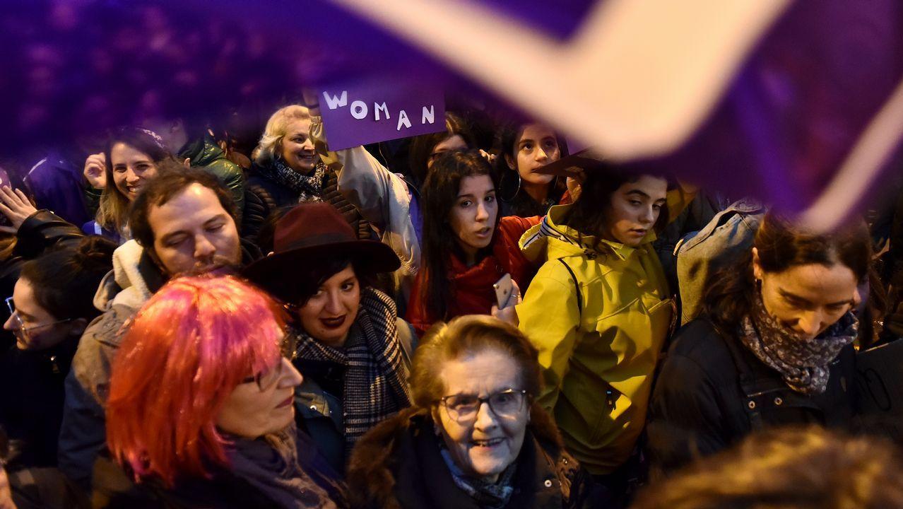 Una multitud reclamó igualdad en Burela.Huelga del 8-M en Asturias