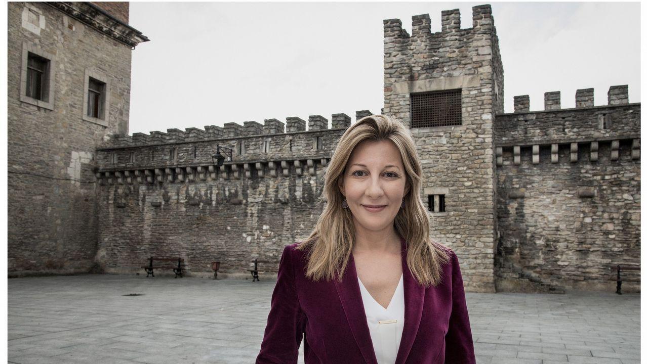 La escritora Eva García Sáenz de Urturi presentó este martes su libro en Vitoria, donde se ha creado una ruta sobre su trilogía