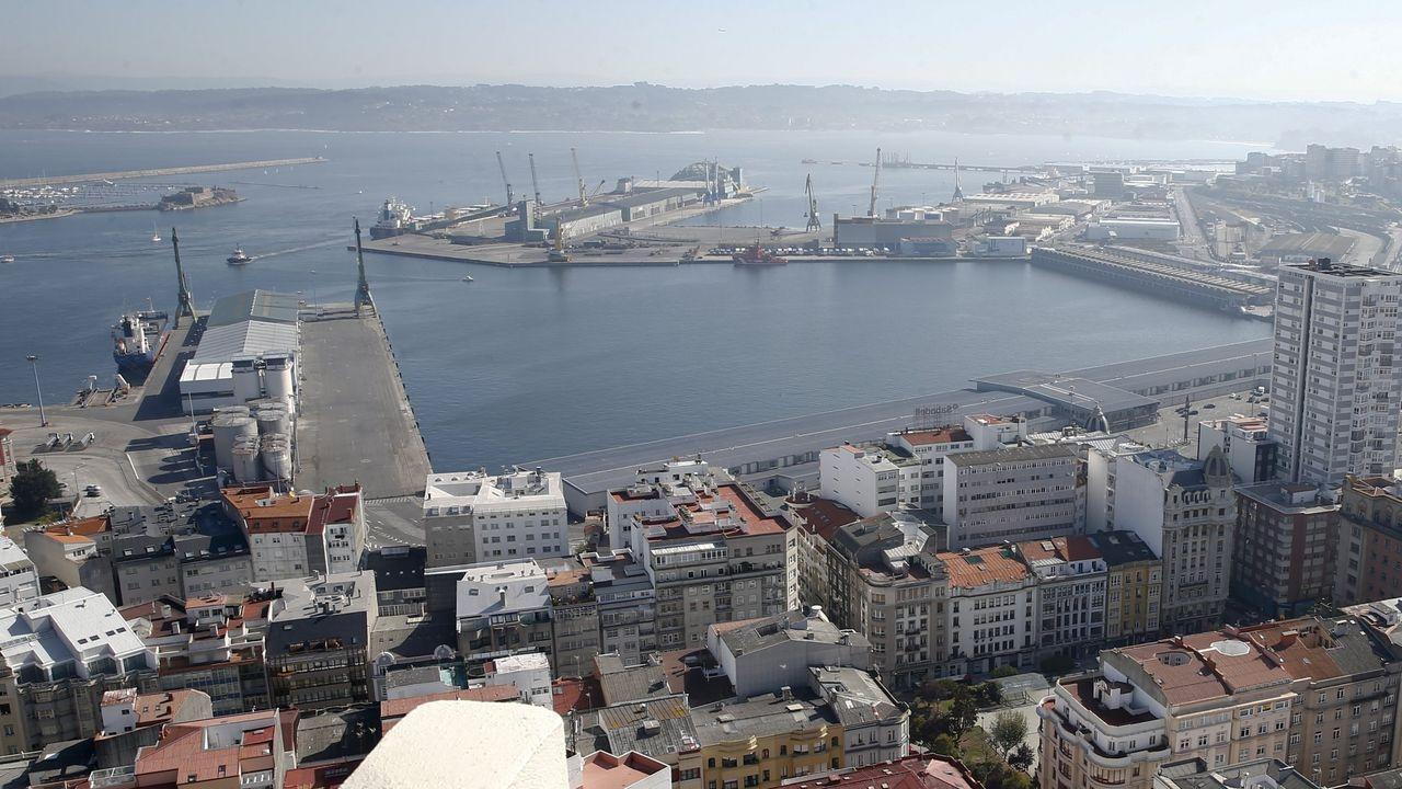 Francisco conde.Panorámica tomada desde la Campa de Torres del Parque de Carbones y de la central térmica de Aboño, en las proximidades del puerto de El Musel de Gijón.