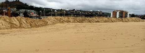 <span lang= es-es >Una muralla que detuvo la fuerza del mar</span>. En Laredo sufrieron la fuerza del mar en sus calles el pasado 2 de febrero. Entonces decidieron tomar medidas y crearon una muralla de arena en la playa que sirvió para minimizar los efectos de las olas.