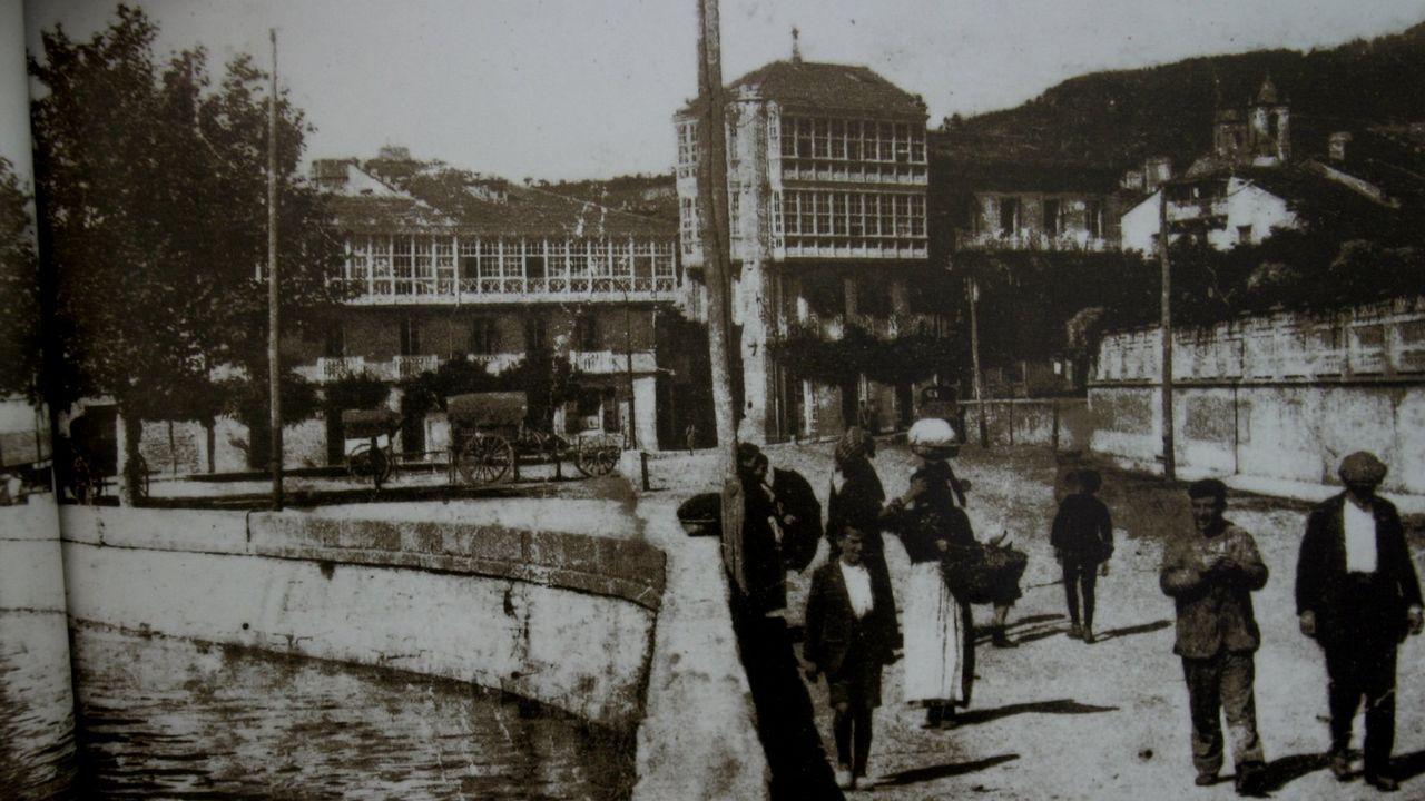 La viveirense plaza de Lugo en 1920, un año después de superar la gripe que se cobró 118 vidas en un octubre fatídico, asi como en noviembre y principios de diciembre