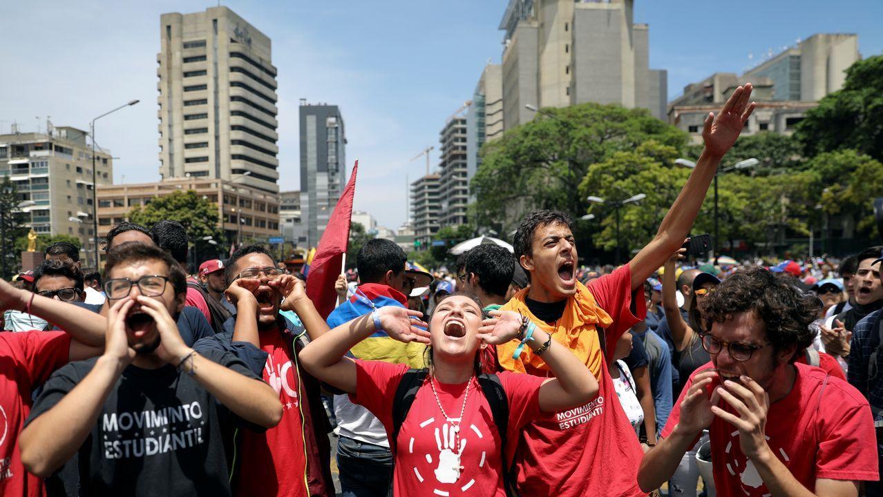 Partidarios de Guaidó toman parte de la manifestación en su apoyo convocada este miércoles con motivo del Día del Trabajo