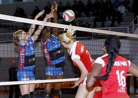 Las jugadoras de A Pinguela gozaron de varias ventajas, pero acabaron cediendo ante el Haro.