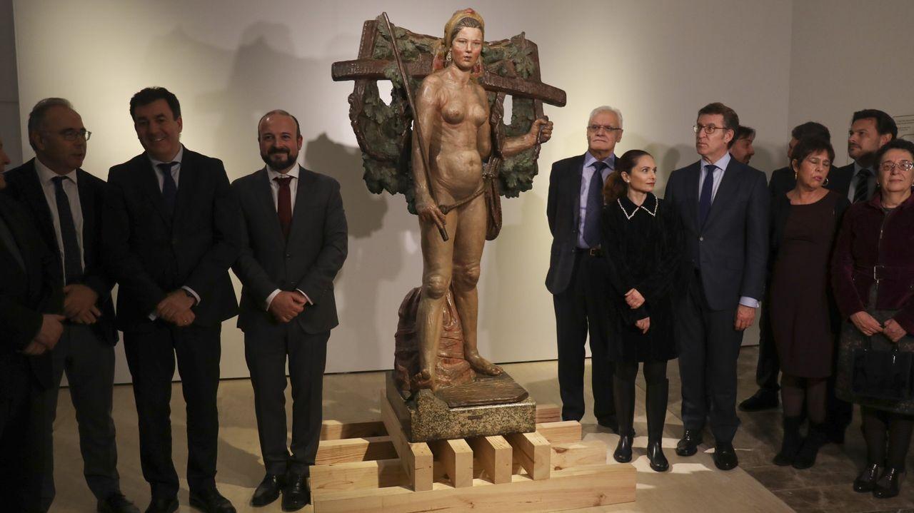 Así es el paso de la borrasca Brendan por Compostela.La presidenta de la Academia presentó el congreso junto a representantes del CCG, Xunta y SGAE