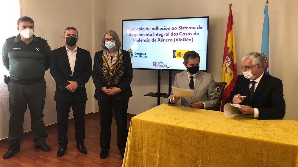 Concentración motera en Gijón.La directora de la Guardia Civil, María Gámez, este miércoles en la Comandancia de A Coruña, acompañada por el general Rodríguez y por el coronel Jambrina