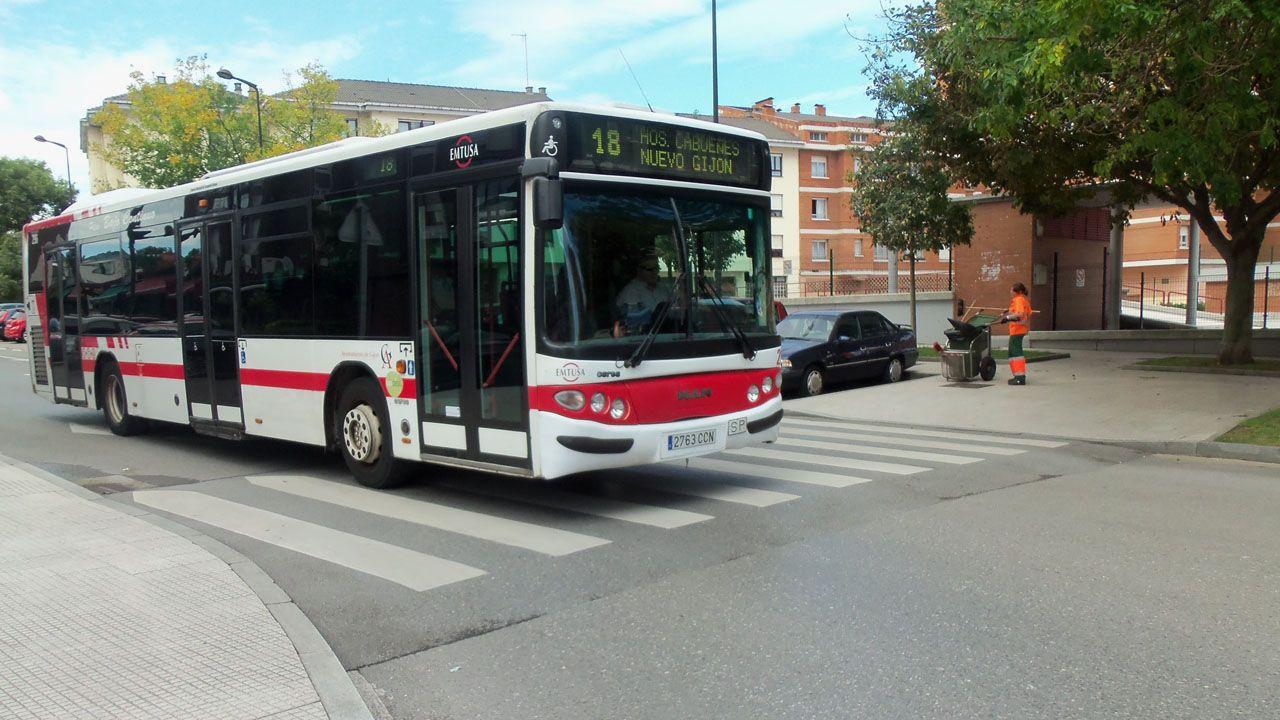 Mallou, otro ejemplo más de abandono.Autobús urbano de Gijón