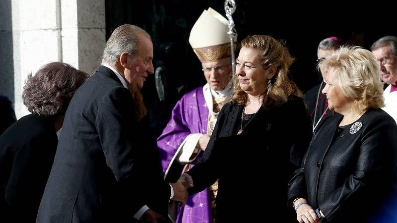 11-M: Décimo aniversario de la tragedia.Gema muestra una imagen de su marido, asesinado por ETA hace 34 años.