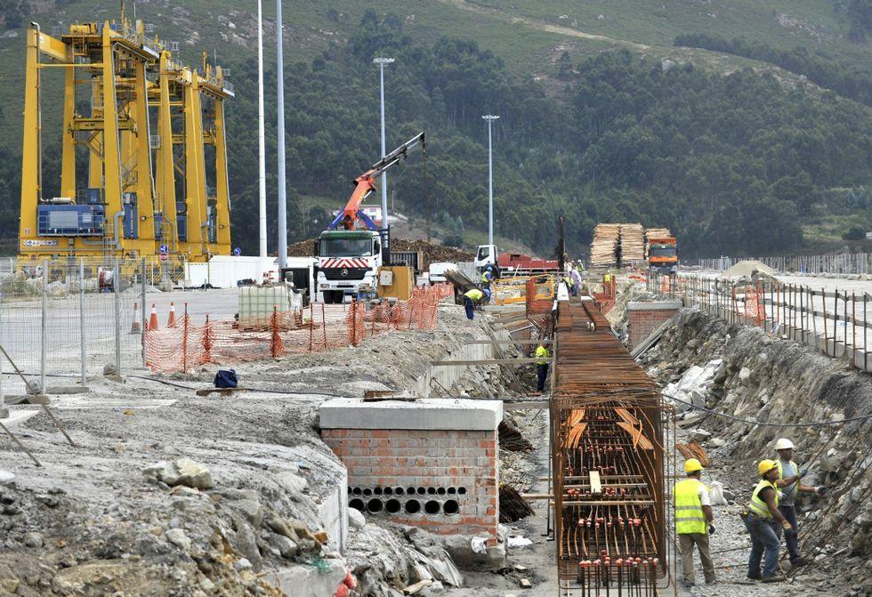 La obra de la terminal de contenedores -en la foto, la viga de rodadura- terminó en febrero.