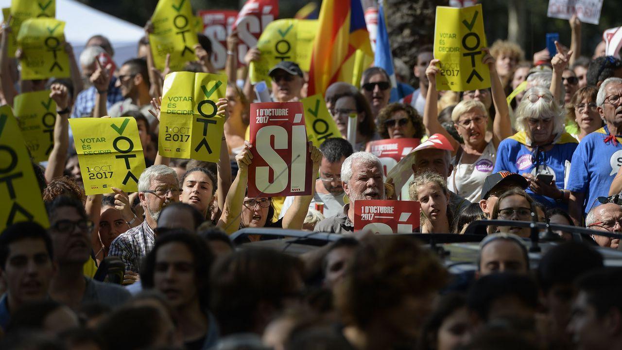 Multitudinaria concentración en Barcelona ante el Tribunal Superior de Justicia de Cataluña