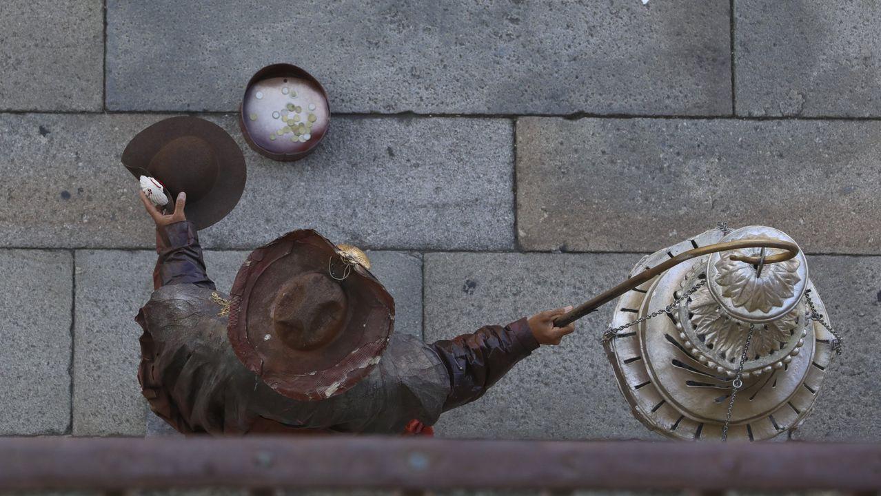 El Casco Vello de Vigo, a tope.Iniesta durante un concierto de Extremoduro en Vigo en el año 2014