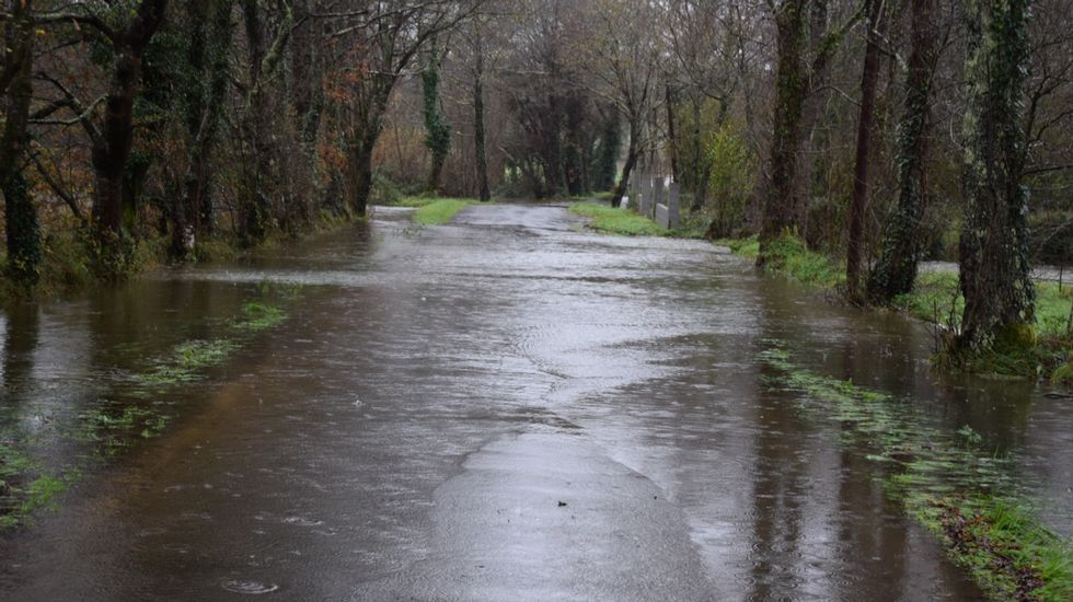 Carretera cortada en Zas.