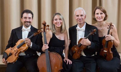 En la imagen, los cuatro integrantes de la formación que hoy actúa en el teatro Jofre