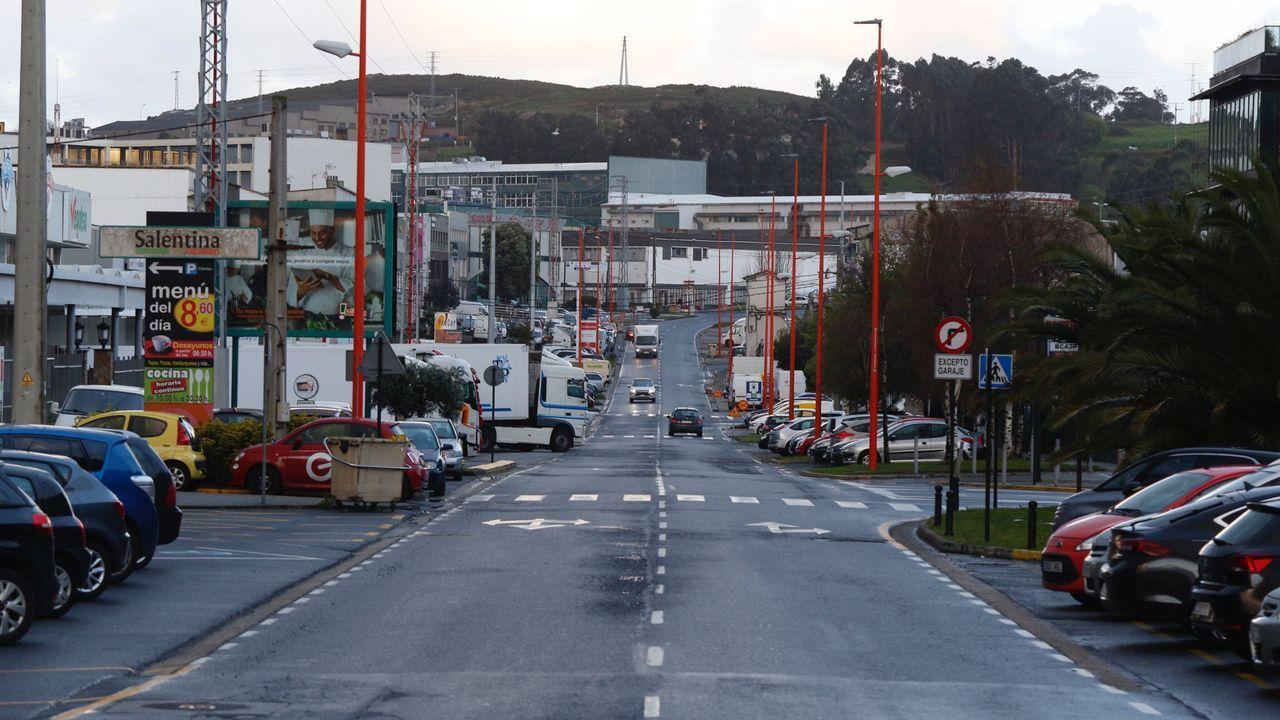 El polígono coruñés de la Grela, más vacío de lo habitual a primera hora de la mañana.