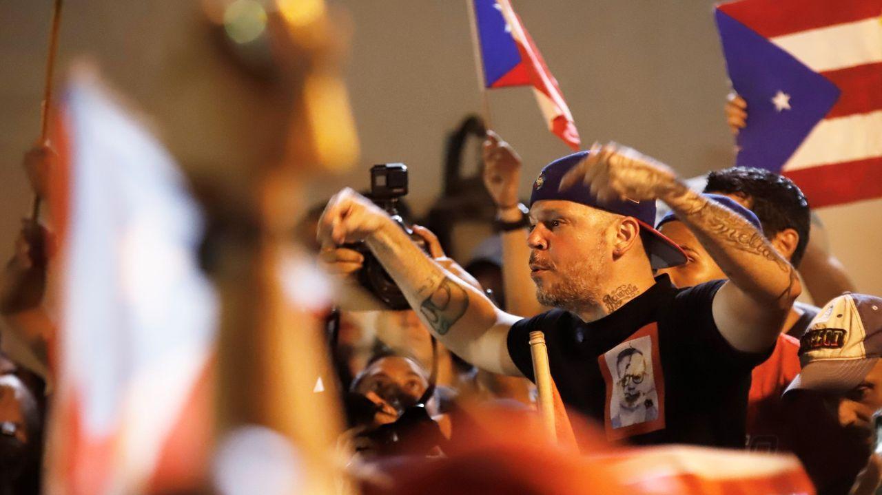 Javier Lambán promete su cargo como presidente de Aragón.Residente, el exlíder del grupo musical Calle 13, fue uno de los rostros más populares de la protesta callejera que acabó con la carrera de Roselló