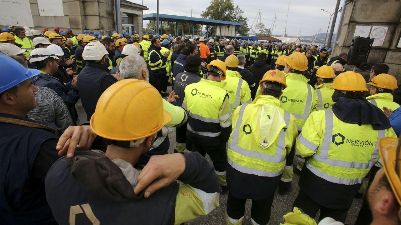 Así son las jaulas de besugo instaladas en Oleiros.Multitudinaria manifestación en As Pontes contra la destrucción de puestos de trabajo por el posible cierre de la central de Endesa