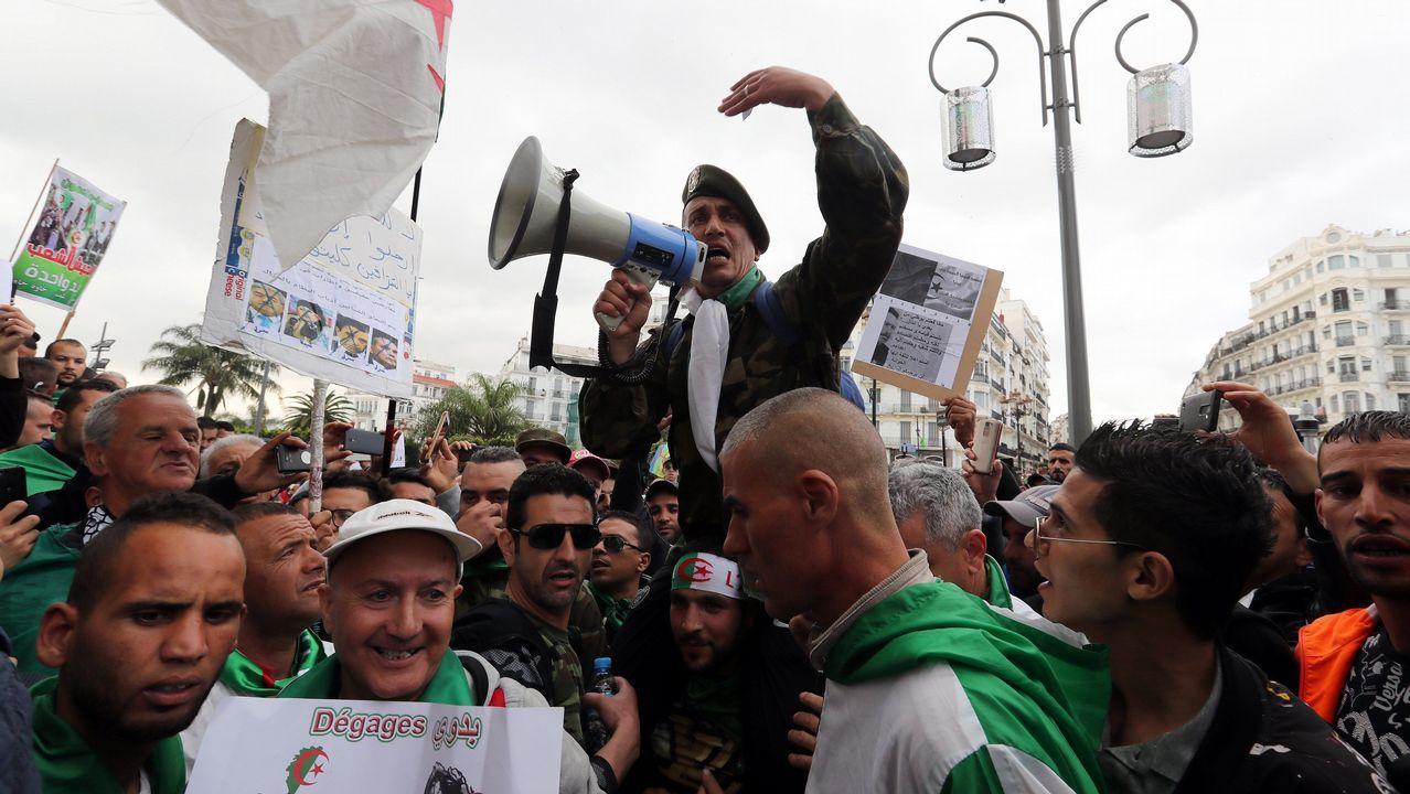 Los musulmanes de Lugo celebran la Fiesta del Cordero.Por novena semana consecutiva, miles de argelinos salieron a la calle este viernes para hacer caer al antigui régimen. Las protestas para pedir la dimisión del jefe del Estado interino, Abdelkader Bensalah, quien sustituye al expresidente Abdelaziz Bouteflika tras su dimisión el pasado 2 de abril, prosiguen a pesar del aumento de la represión en las dos últimas semanas