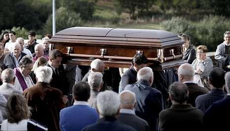 Entierro en Soutelo de Montes de Eduardo Cendón, empresario de Beariz asesinado en México.