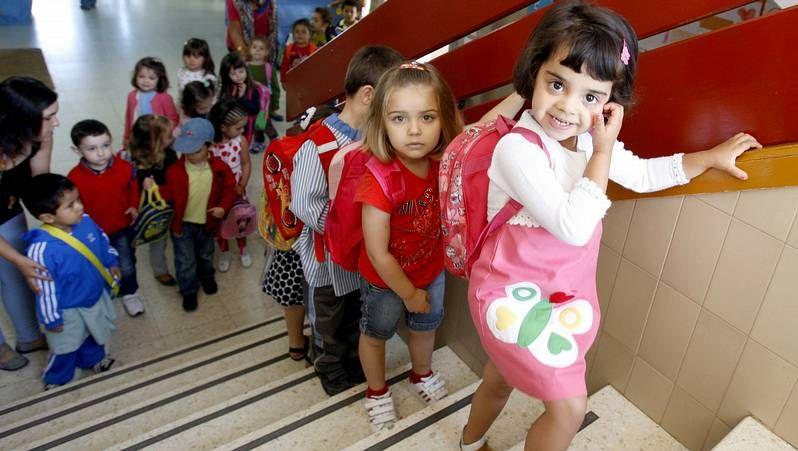 Solo los niños de primaria han empezado el curso en el CEIP Ricardo Gasset, en O Incio.