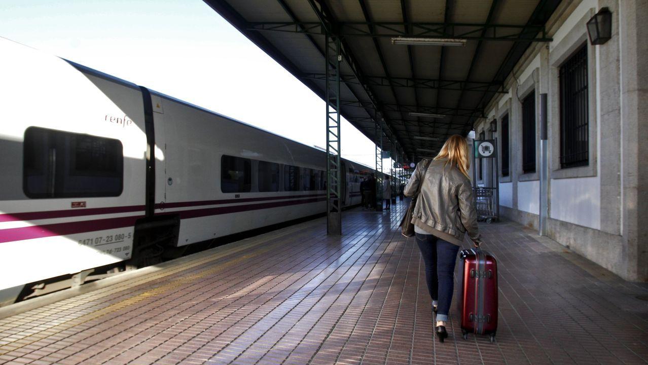 Imagen de archivo de un tren-hotel de la línea A Coruña-Barcelona, en la estación de Lugo