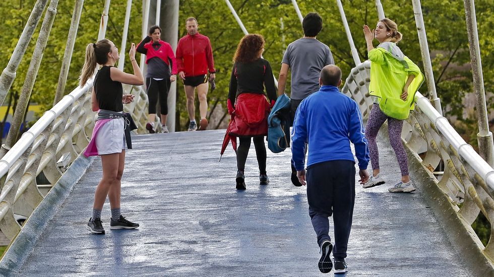 Deportistas durante el primer día de la desescalada