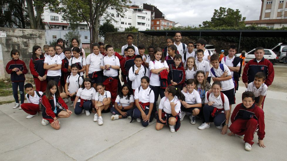 Estudiantes del colegio Torre de Lemos, al final del recorrido en el Parque dos Condes