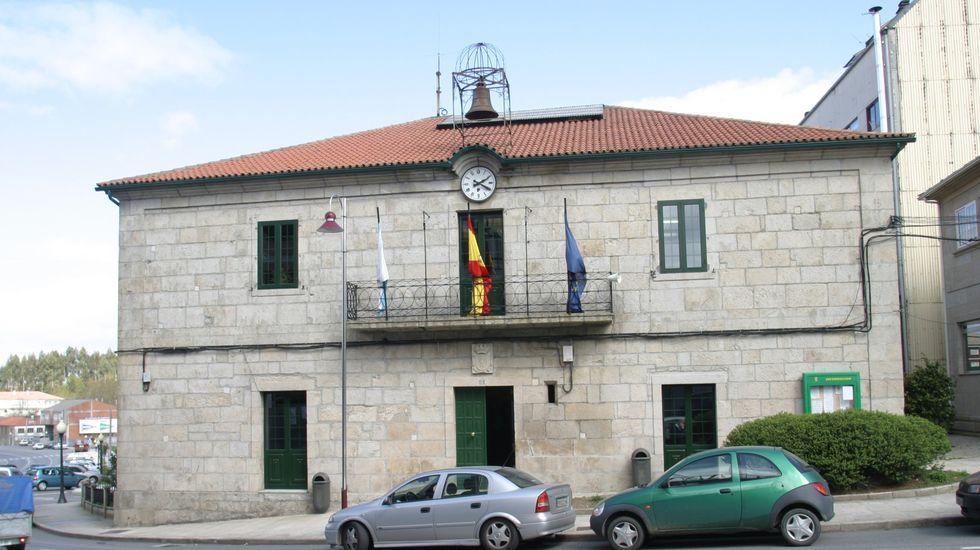 Ribadavia celebra compadres.<span lang= es-es >Cenlle</span>. Además de mejorar el acceso a Laias (37.828,07 euros), el Concello pidió otra ayuda de 10.027,40 euros para otras inversiones.