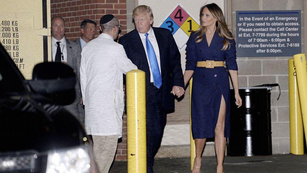 Seis detenidos en una operación internacional contra el terrorismo yihadista.Trump saluda acompañado por su yerno Kushner, su hijo Donald y la esposa de este