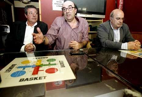 José María Castellano, Luis Castro y Braulio González, durante la rueda de prensa.