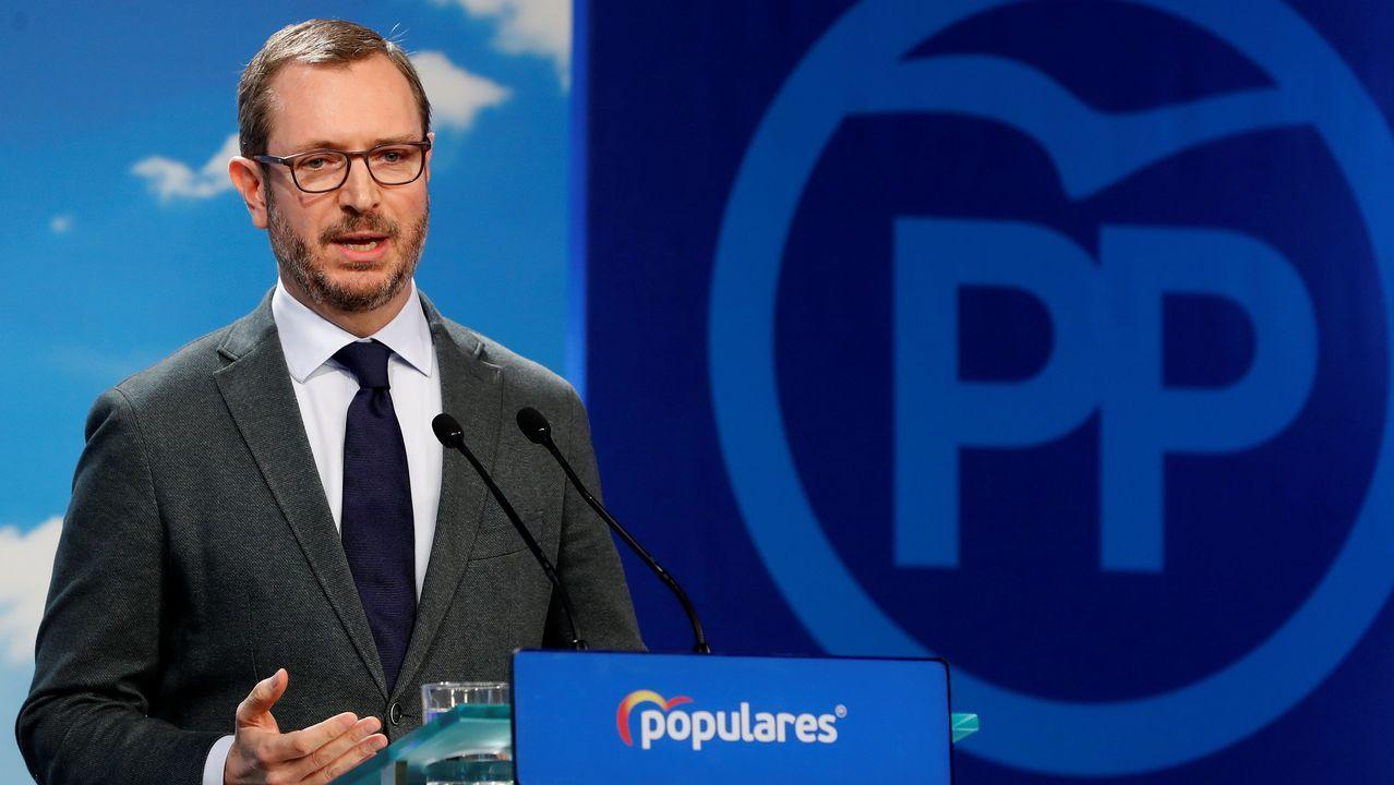 Pablo Iglesias alerta de los «poderosos» que mandan más que los ministros y que asegura van a por Podemos.Javier Maroto