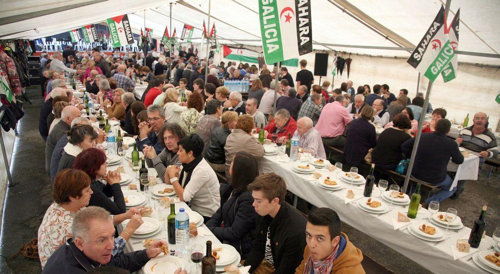 En el almuerzo solidario celebrado el día 18 en Couso participaron más de 350 personas.
