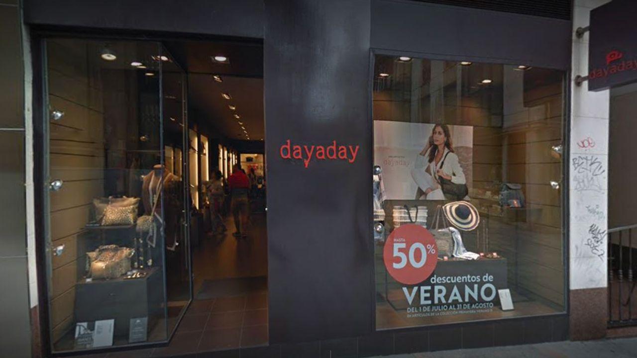 Fachada de la única tienda Dayaday existente en Asturias, ubicada en Gijón