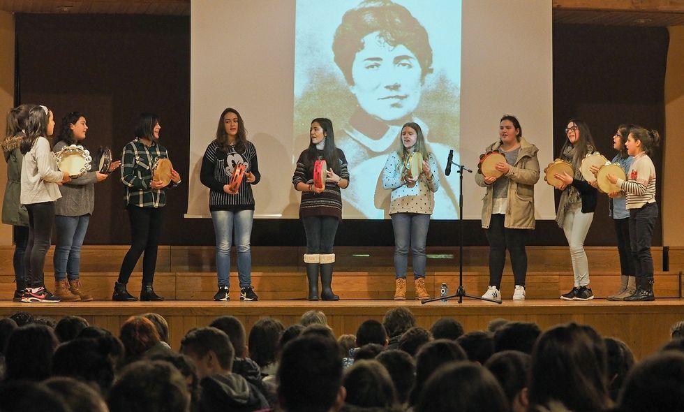 O mal tempo obrigou a trasladar parte dos actos de Padrón en homenaxe a Rosalía ao auditorio.