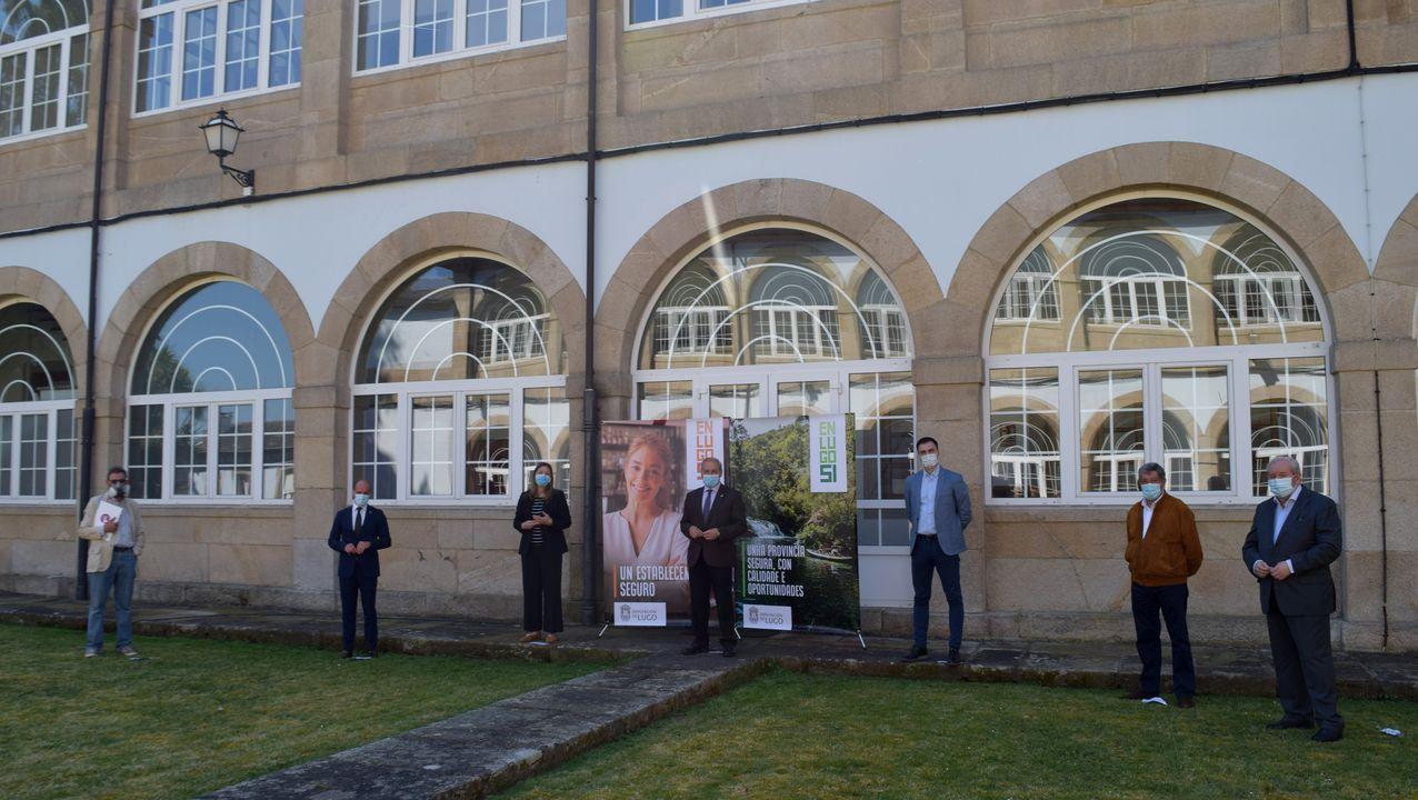 Así arrancó la Festa do Comercio Prima20.Presentación en los jardines de la Diputación con autoridades y empresarios