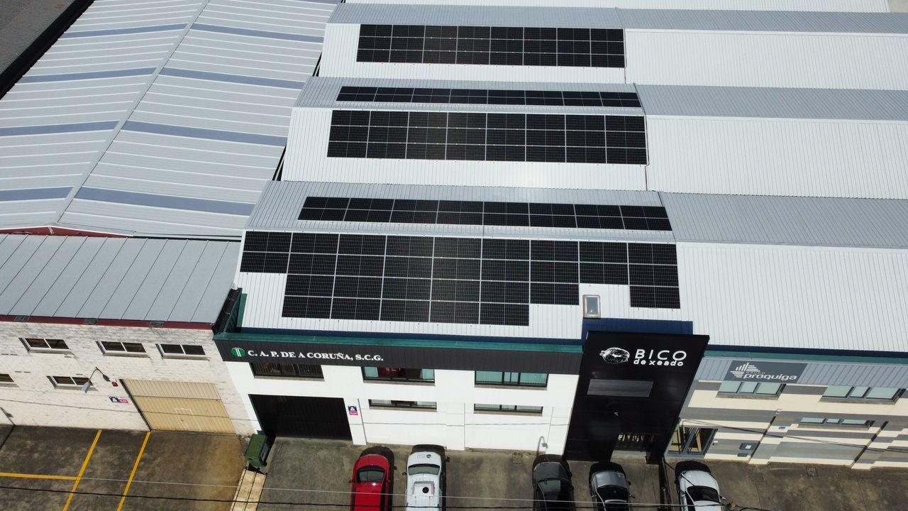 Placas solares en el tejado de las instalaciones de CAP en Bergondo