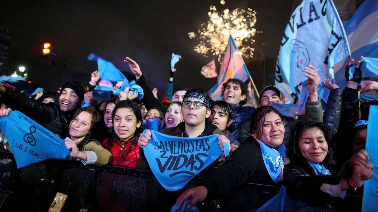 Los manifestantes en contra de la legalización del aborto frente al Congreso Nacional en Buenos Aires