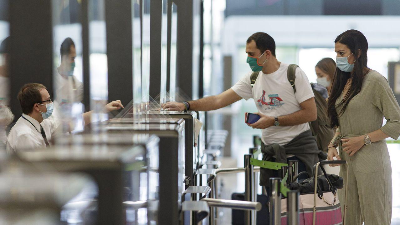 Peinador también desescala: llega el primer vuelo de Canarias.Aeropuerto de Alvedro. Vuelos a Barcelona cancelados