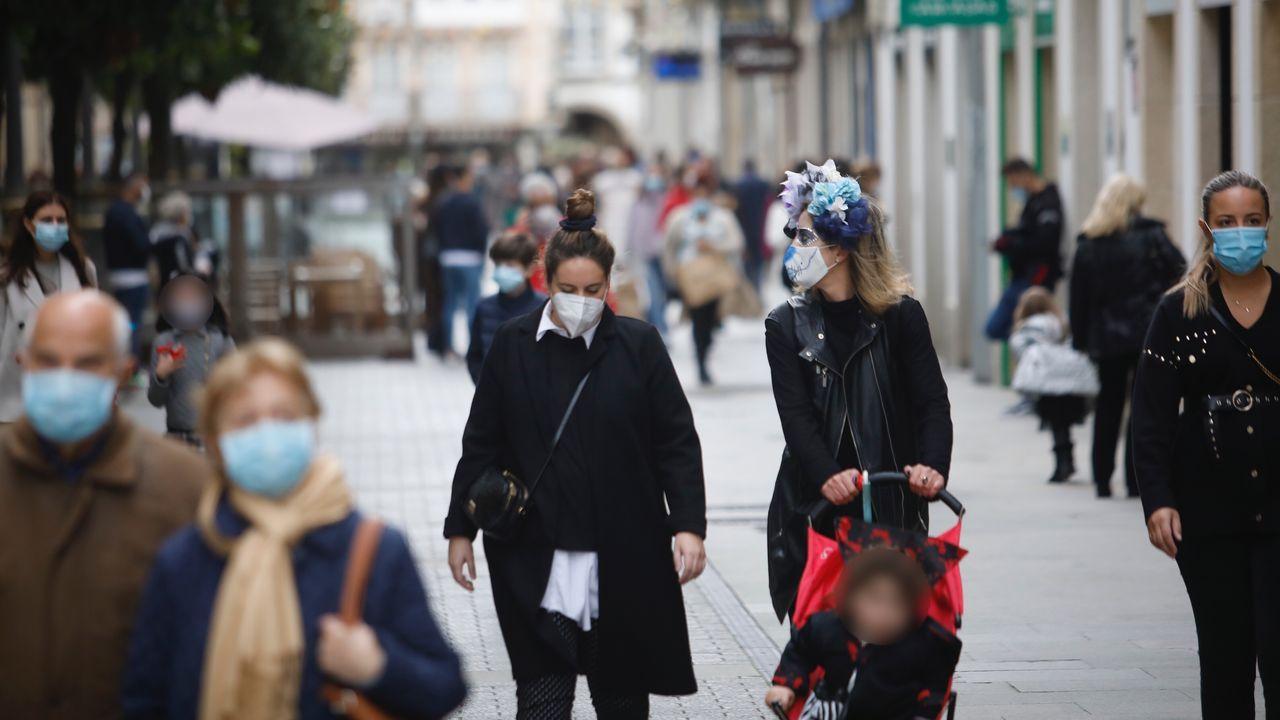 Así se confina Lugo: familia, compras y paseos.Las floristerías están llevando los centros a los propios panteones