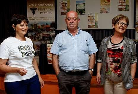 Clarisa Couto presentó el programa acompañada de otros dos concejales, Luis Soto y Maruja Eiroa.