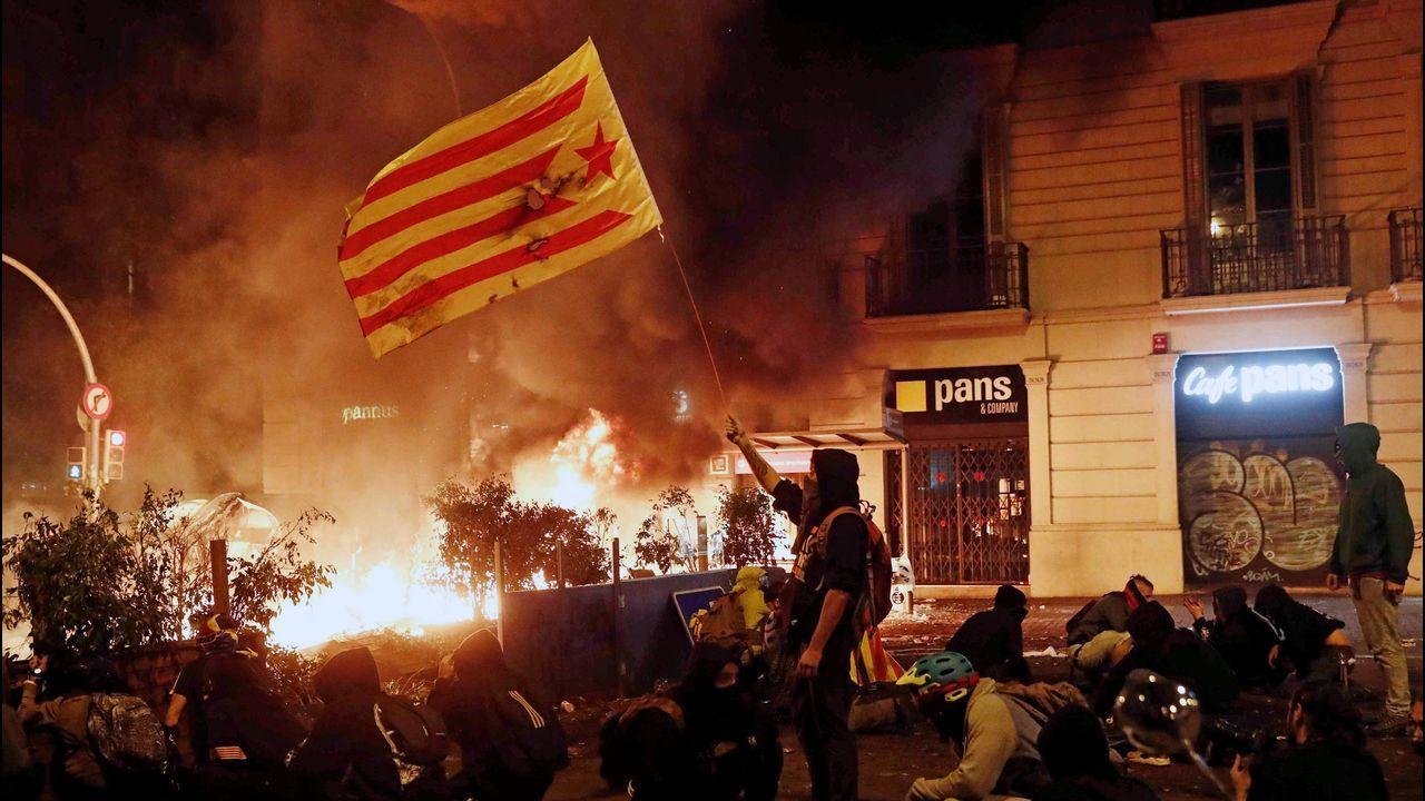 Así amanece Barcelona tras la quinta noche de protestas