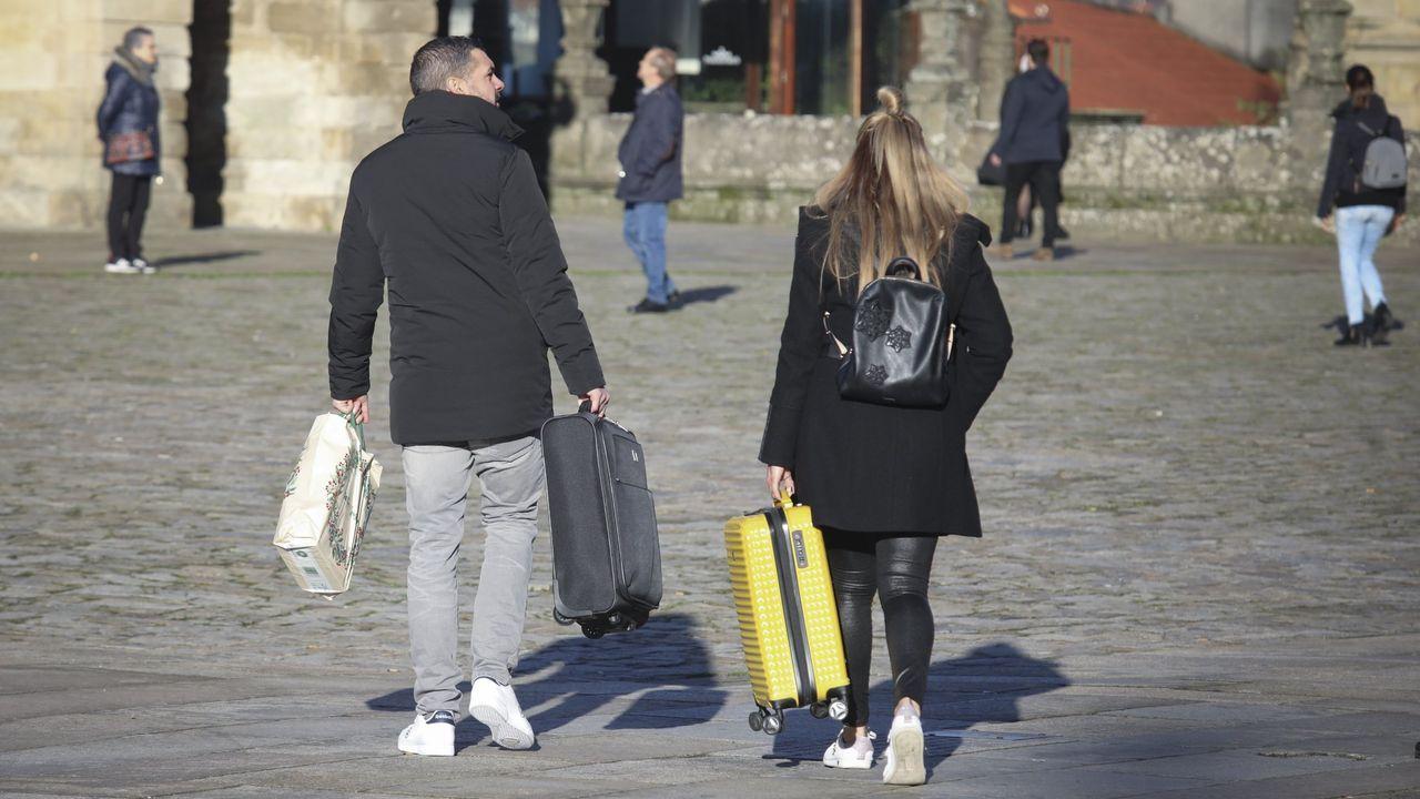 Atraca por primera vez en A Coruña un petrolero propulsado por gas licuado.Francisco Reynés, presidente de Naturgy