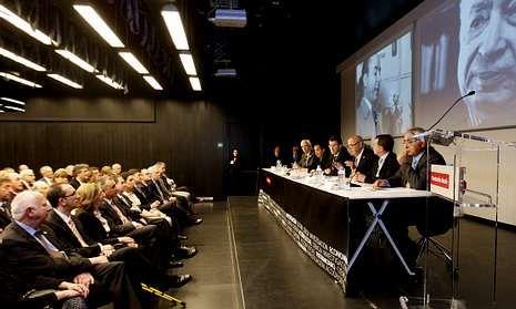 Sesión plenaria extraordinaria da RAG celebrada en Vigo con motivo do Día das Letras.
