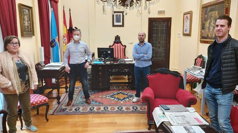 Reunión del alcalde con representantes de los libreros