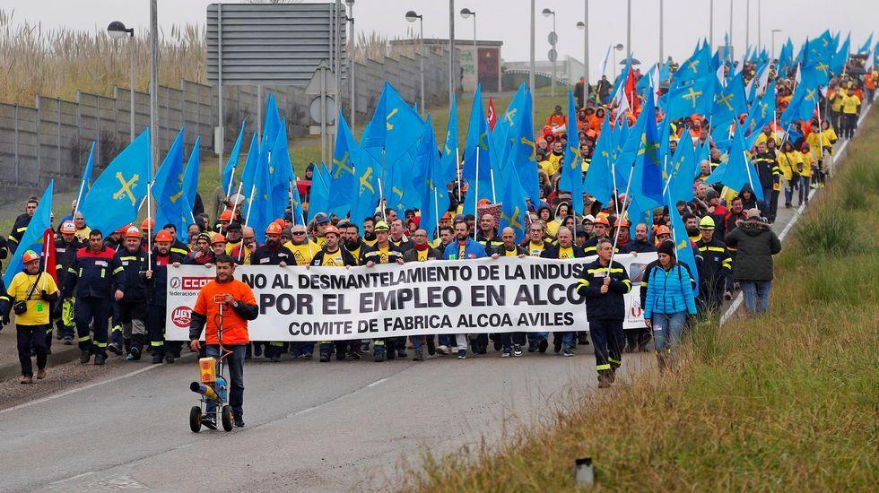 Visitantes Feria de Muestras Asturias.rabajadores de Alcoa concentrados en la plaza de España de la Avilés, para pedir la intervención del Estado en las fábricas de Alcoa local y de A Coruña
