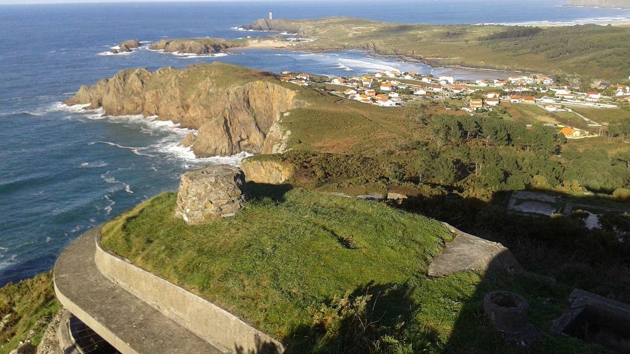 Ruta en lancha por la ría de Ferrol.Plaza del Cruceiro de Canido