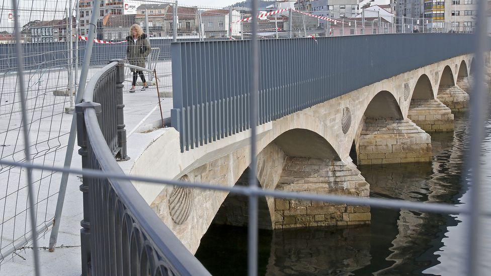 Todas las etapas del puente de O Burgo.Por 400.000 euros. La parrillada-restaurante Os Faroles (Xove) tiene 17 habitaciones y un comedor para 160 comensales