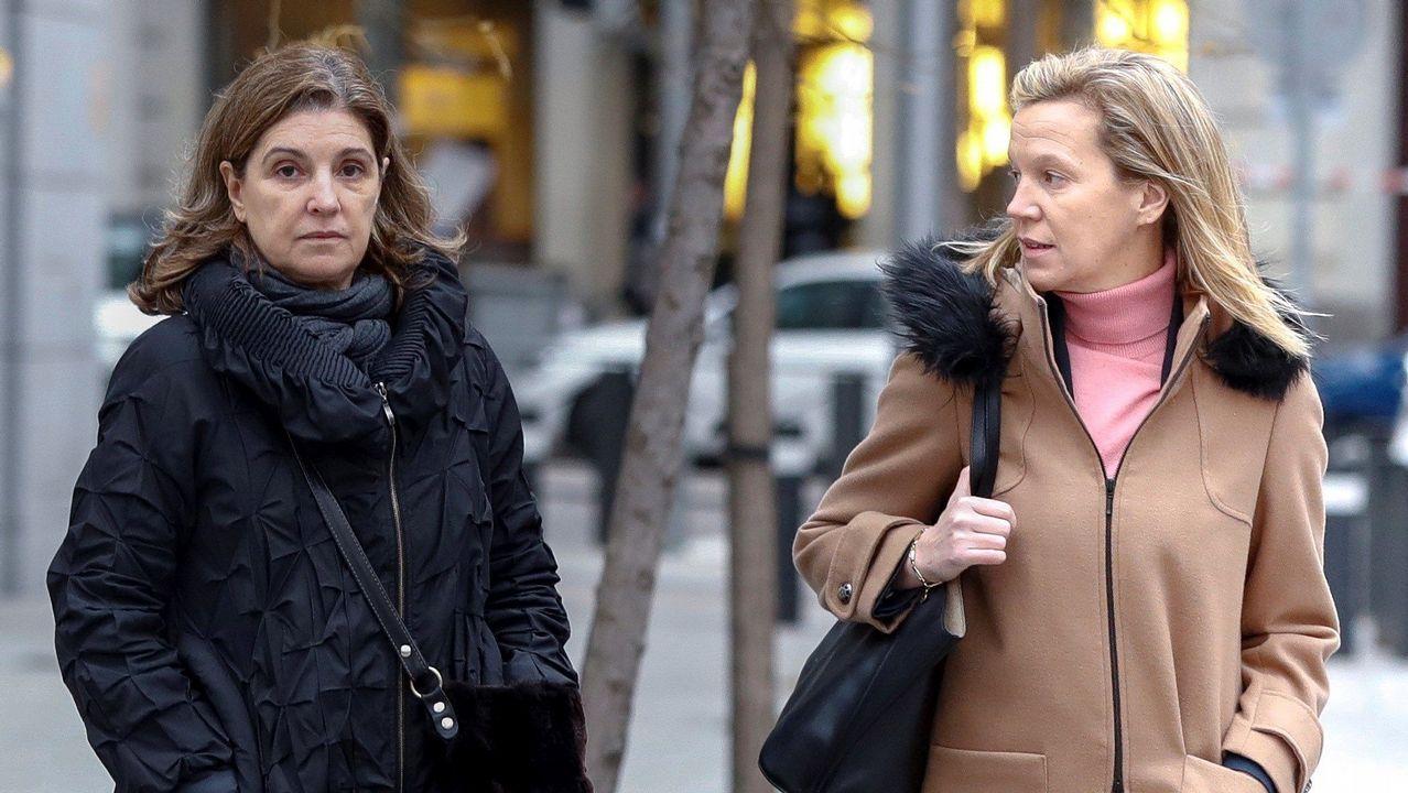 La esposa de Luis Bárcenas, Rosalía Iglesias (izquierda), a su llegada a la Audiencia Nacional, en la que el juez José de la Mata le tomará declaración como investigada para preguntarle por el contenido de la documentación que supuestamente les fue sustraída por su chófer